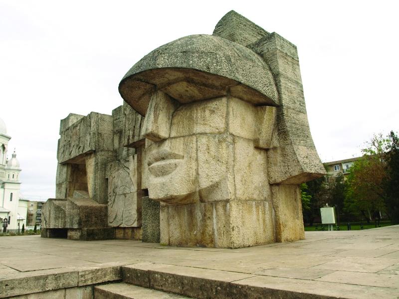 Monumentul Ostaşului Român de la Carei, opera sculptorului Vida Gheza. sursa gazetademaramures.ro